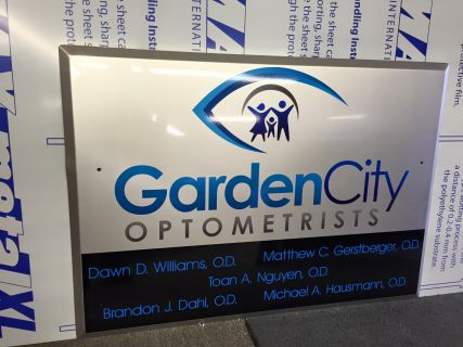 Sign for Garden City Optometrists